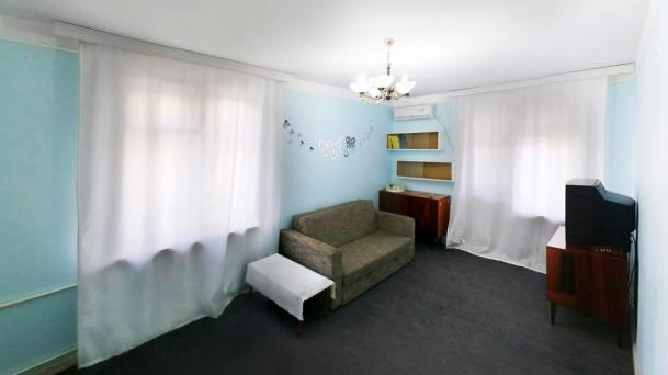 Однокомнатная квартира в спокойном районе.