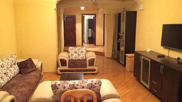 Сдается 2 комнатная квартира напротив бульвара