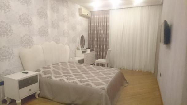 Квартира 2 комнатная на проспекте Бабека